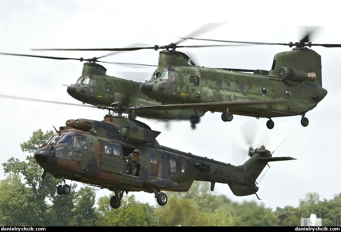 pics of military helicopters with Two Chinooks Super Puma on Dehaviland in addition Mi 26 also V 22 Osprey together with Helicopter military Gazelle g also 11415299716.